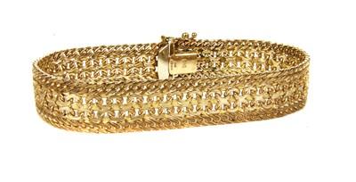 Lot 11-A 9ct gold bracelet