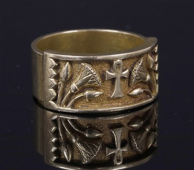 Lot 145 - A gentlemen's Egyptian Revival flat section gold ring