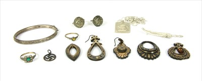 Lot 27-A quantity of jewellery