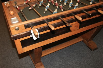 Lot 18-FOOTBALL GAME TABLE
