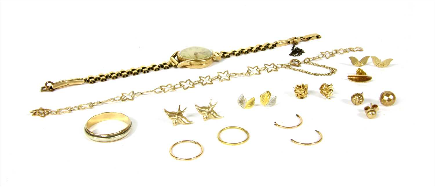 Lot 20-A quantity of gold jewellery