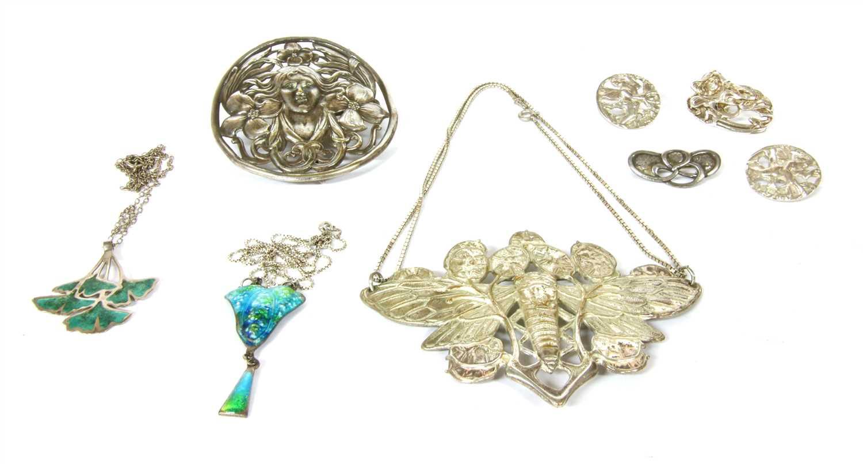Lot 1020-A quantity of Art Nouveau jewellery