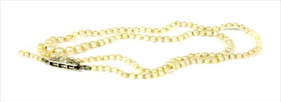 Lot 14-A single row graduated pearl necklace
