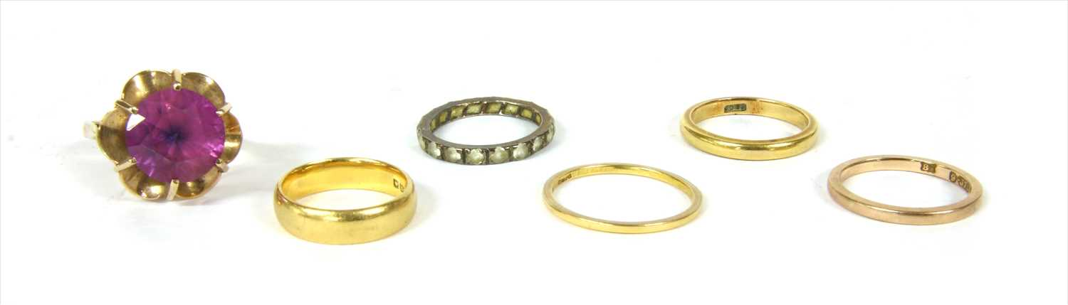 Lot 24-A quantity of gold rings