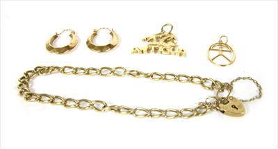 Lot 14-A quantity of gold jewellery