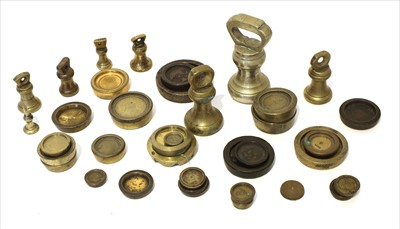 Lot 1013-A large collection of assorted flat weights