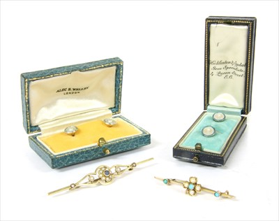 Lot 18-A gold turquoise and split pearl shamrock bar brooch