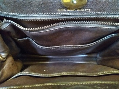 Lot 1003-A vintage Gucci leather writing travel handbag