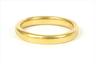 Lot 14-A gold wedding ring