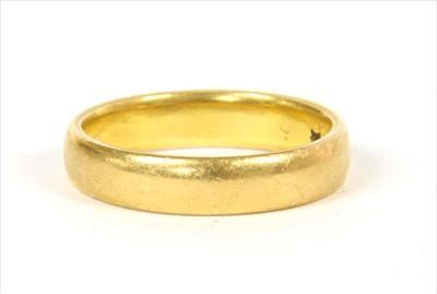 Lot 16-A 22ct gold wedding ring