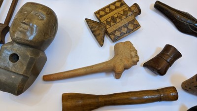Lot 195 - A collection of  Central and South American pipes and bowls