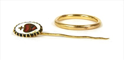 Lot 22-A gold court section wedding ring