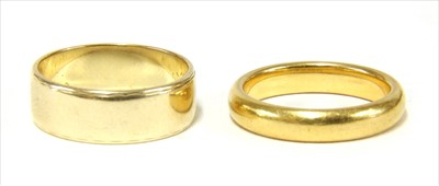 Lot 17-A 22ct gold D section wedding ring
