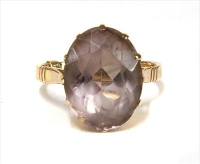 Lot 14-A gold single stone amethyst ring