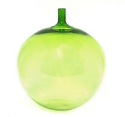 Lot 389 - An Orrefors 'Äpplet' vase