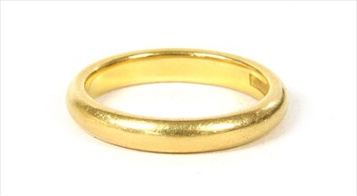 Lot 18-A 22ct gold wedding ring