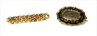 Lot 3-A gold curb link bar brooch