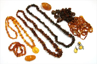 Lot 22-A quantity of amber jewellery