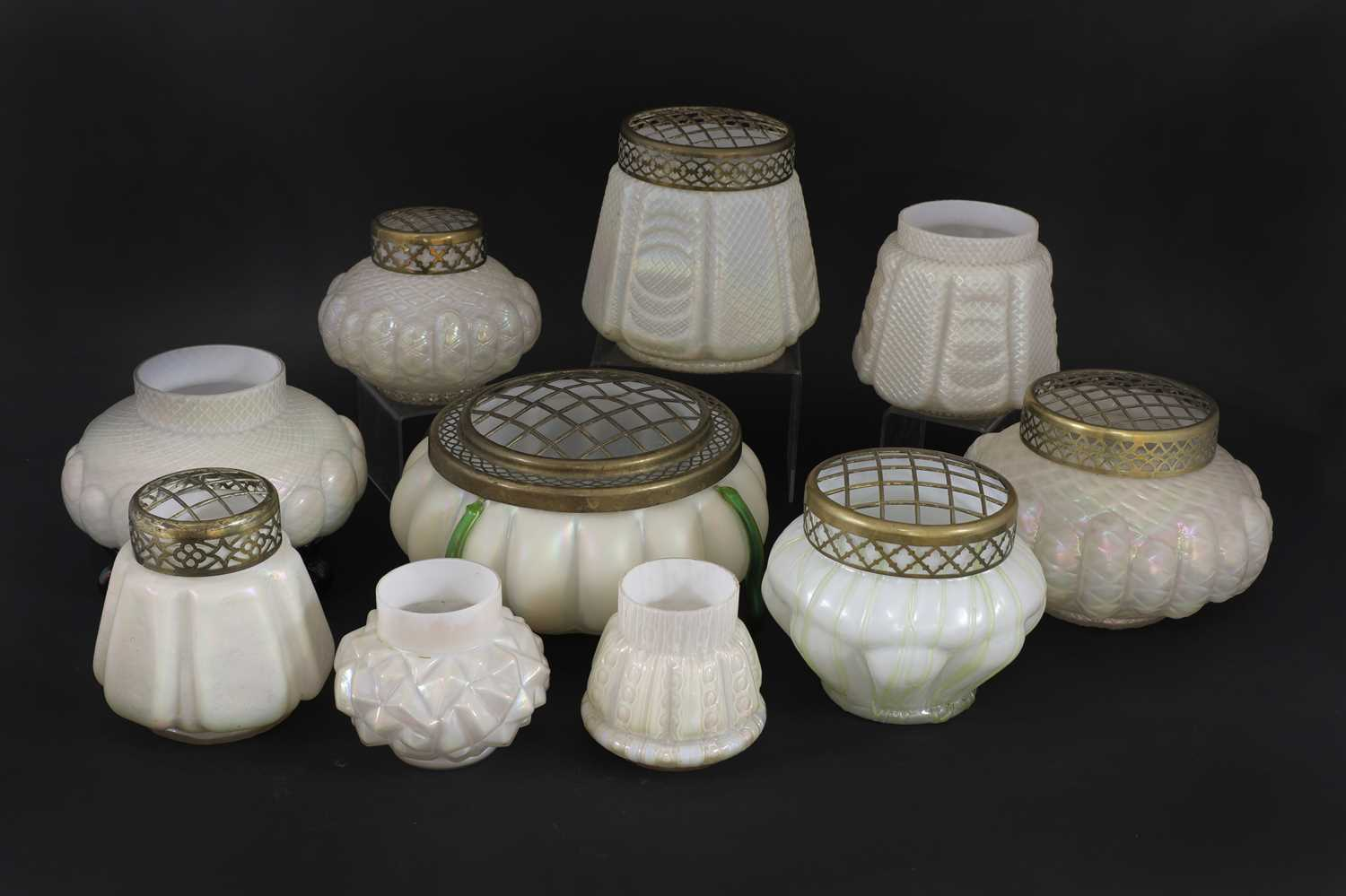 Lot 87 - A large collection of Kralik pearlescent glass rose bowls