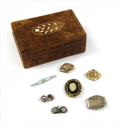 Lot 20-A quantity of Victorian and later brooches