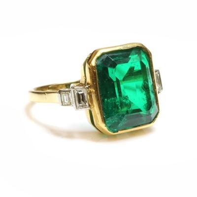 Lot 187 - A composite quartz paste and diamond ring