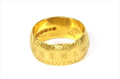 Lot 42-A 22ct gold wedding ring