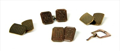 Lot 11 - A pair of 9ct gold cufflinks