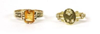 Lot 14-A gold split pearl ring