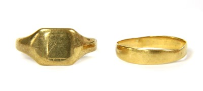Lot 35-A 22ct gold wedding band
