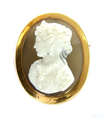 Lot 5-A French gold hardstone cameo brooch/pendant