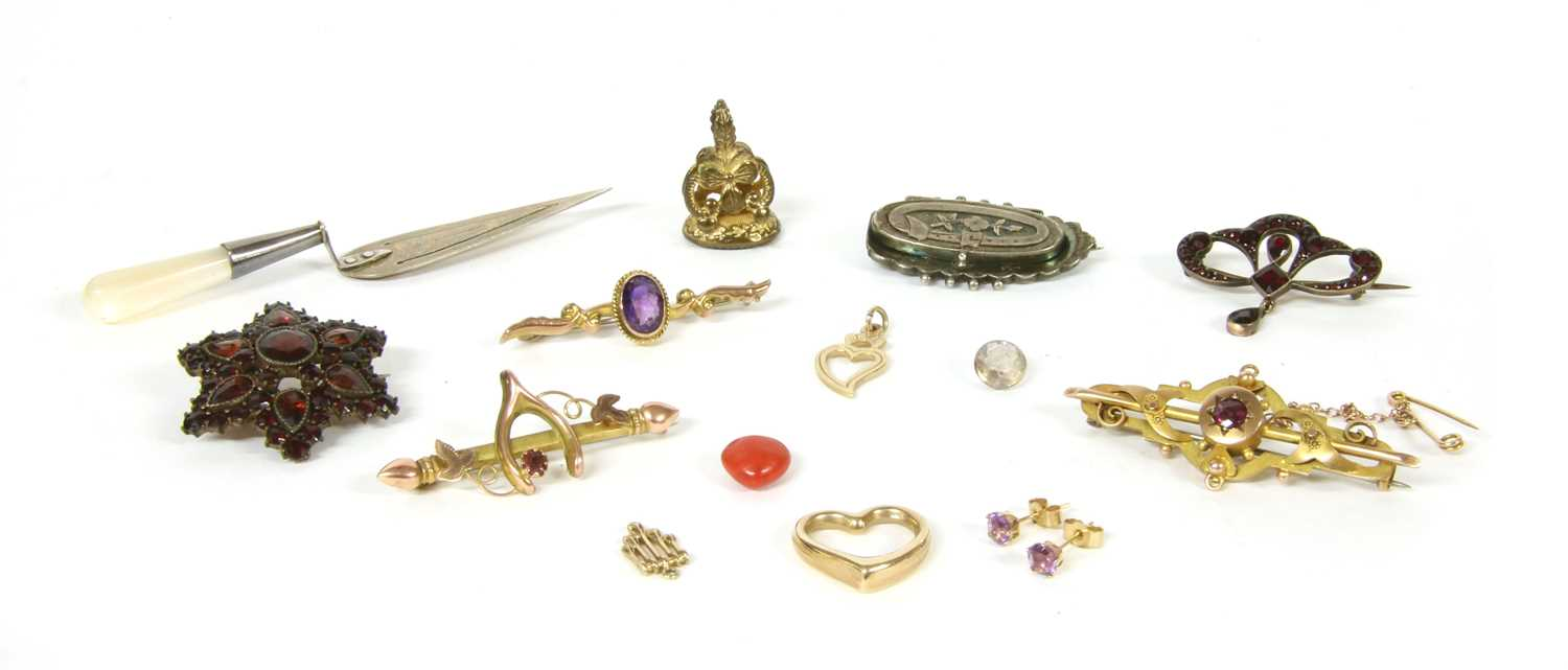Lot 12-A collection of gold jewellery