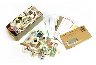 Lot 7-A large quantity of all world stamps in packets and loose