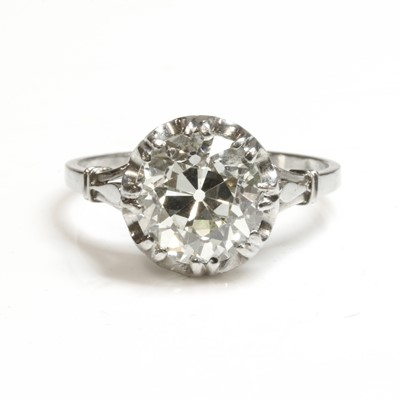 Lot 136 - A single stone diamond ring, c.1930