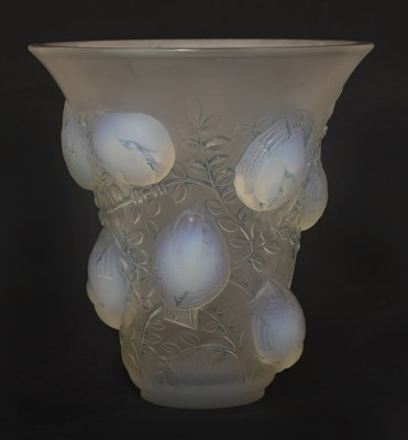 Lot 85 - A Lalique 'St Francois' glass vase