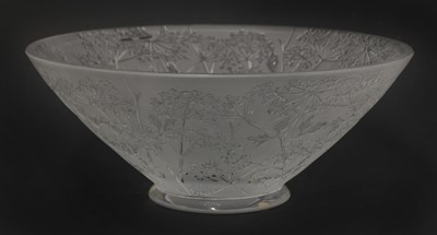 Lot 293 - A Lalique 'Ombelles' frosted glass fruit bowl