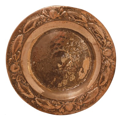 Lot 152 - An Arts and Crafts circular copper charger