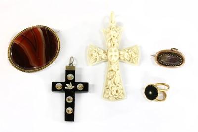 Lot 5-A Georgian gold amethyst mourning pendant/brooch