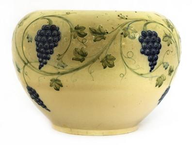 Lot 222 - A William Moorcroft lustre jardinière