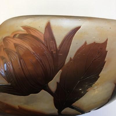 Lot 112 - A Daum cameo glass bowl