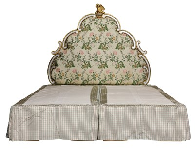 Lot 86 - An Emperor bed