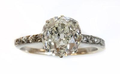 Lot 137 - A single stone diamond ring