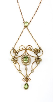 Lot 93 - An Edwardian gold peridot and split pearl pendant