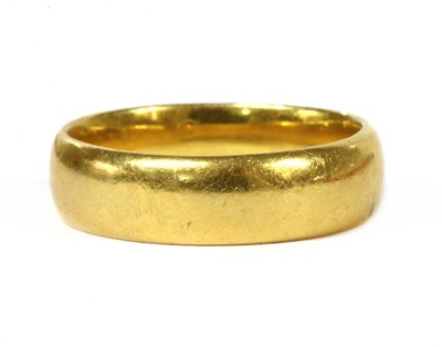 Lot 89 - A 22ct gold light court section wedding ring