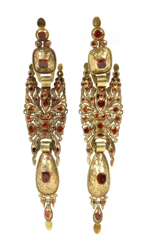 Lot 3-A pair of Catalan foiled hessonite garnet earrings, c.1800