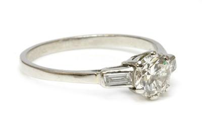 Lot 138 - A single stone diamond ring