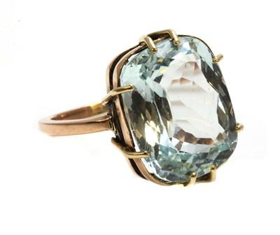 Lot 167 - A single stone aquamarine ring