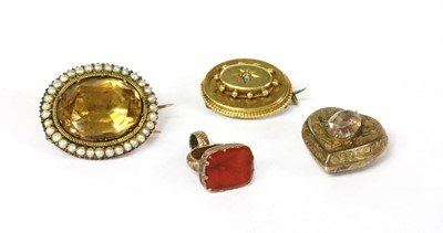 Lot 14-A Georgian gold foil-backed citrine and split pearl brooch
