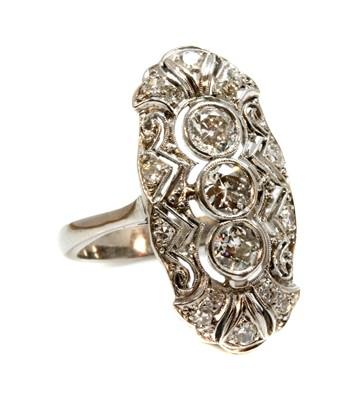 Lot 148 - An Art Deco three stone diamond set fingerline plaque ring, c.1915-1925