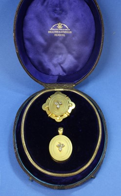Lot 28 - A cased Victorian gold diamond set locket, chain and brooch suite, by Bracher and Sydenham, Reading