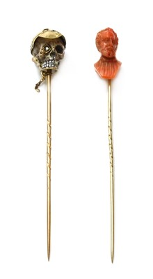 Lot 55 - A gold enamel stick pin